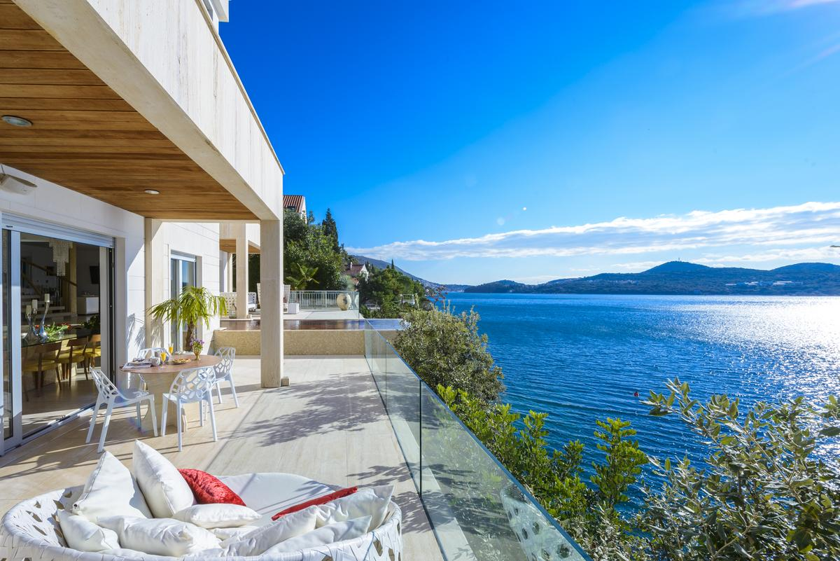 Dubrovnik waterfront luxury villa rent